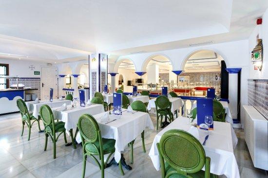 Globales pueblo andaluz hotel san pedro de alcantara for Hotel pueblo andaluz