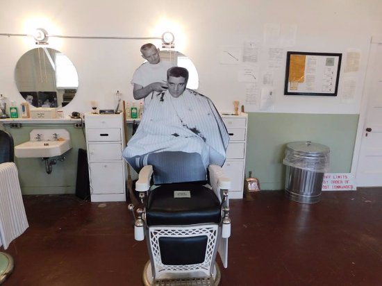 Elvis's chair - Picture of Chaffee Barbershop Museum, Fort Smith -  Tripadvisor