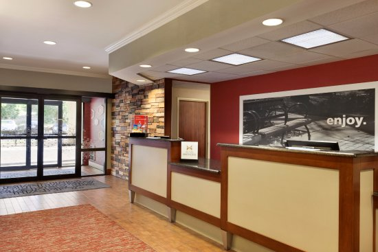 Hampton Inn Potomac Mills/Woodbridge: A fresh room and warm smile await you when you arrive.