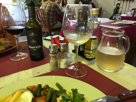 Agua de Pau, Portogallo: Monte Velho and house wine