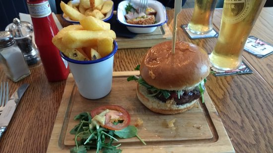 Offham, UK: The Kings Arms Burger, Delicious..
