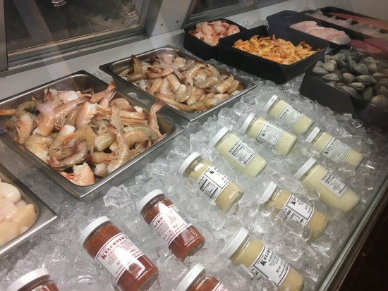 Fresh market avalonoceanside seafood tripadvisor for Oceanside fish market
