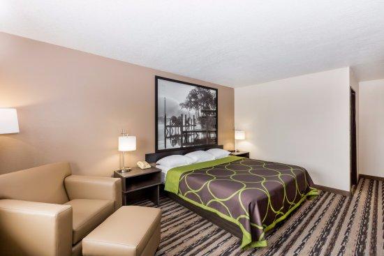 Spirit Lake, Айова: King Suite