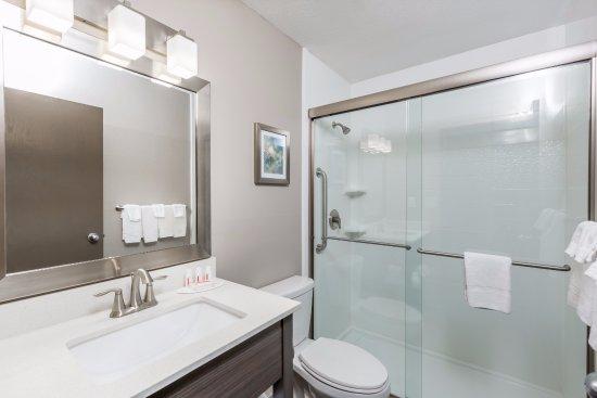 Spirit Lake, Айова: Standard bath in most guest rooms