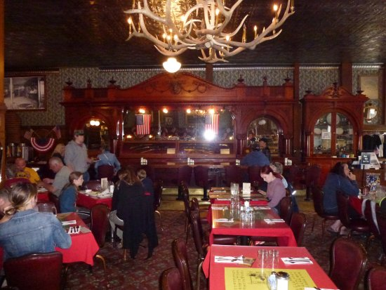Irma Restaurant and Grille: Partial picture of the dining area and the bar given to Cody from Queen Victoria.