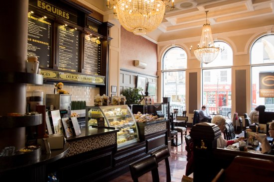 Esquires Coffee: Inside Esquires in Drogheda.