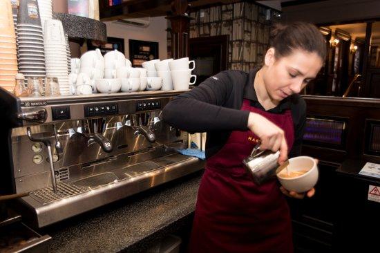 Drogheda, Ireland: Master barista at work