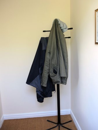 Thurnham, UK: Coat Rack in the entrance way of 1-bedroom apartment