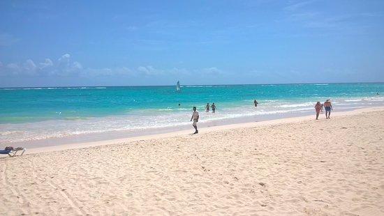 Bavaro Princess All Suites Resort, Spa & Casino: Playa del hotel.