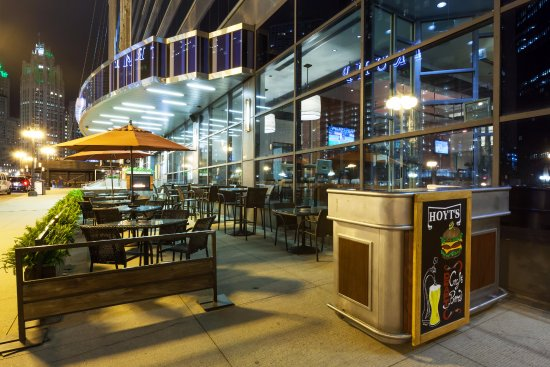 Hoyt's Tavern: Have a Lunch and Drinks on Hoyts Patio!