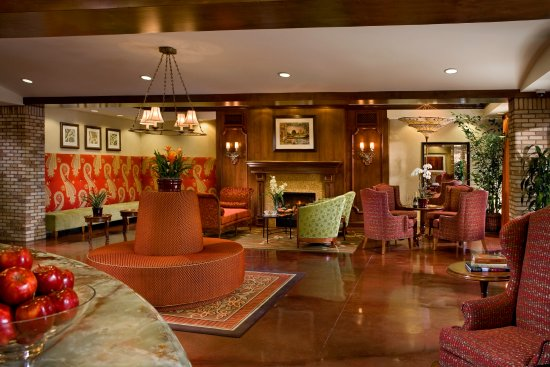 Ayres Hotel Chino Hills: Lobby