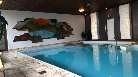 Hotel Eiger: Side area is jacuzzi -- not hot but massage is good.