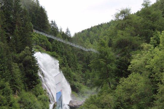 Otztal, Oostenrijk: Hängetreppe am Stuibenfall