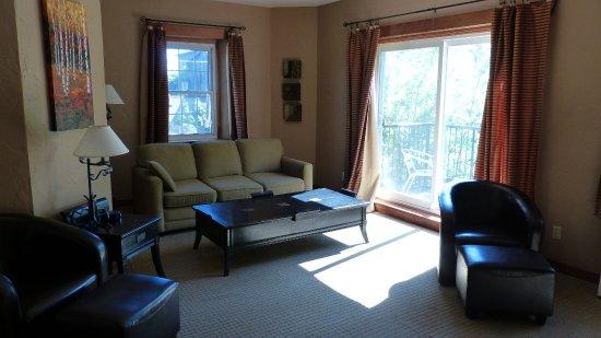 Benmiller Inn & Spa: Sitting Room of Suite in Gledhill