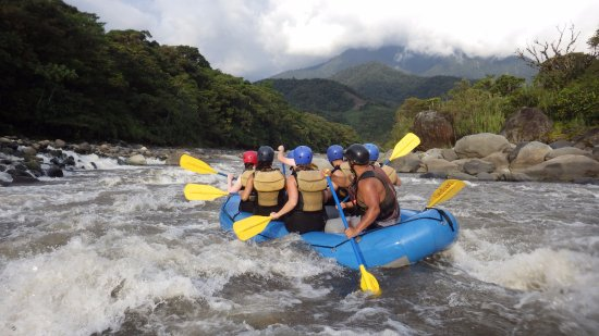 Baños, Équateur : Rafting in the entrance of the Amazon rain forest