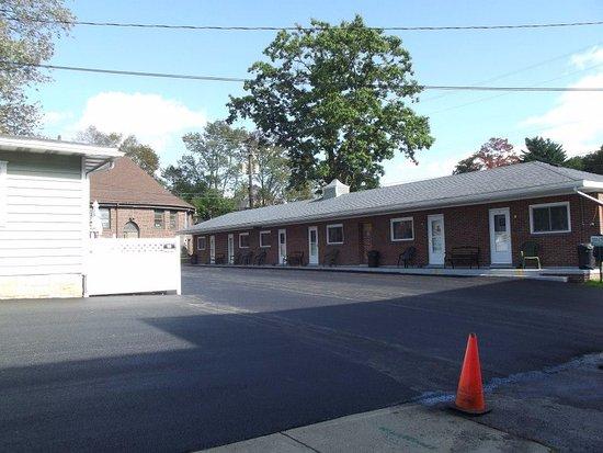 Kane, Pensilvanya: 6 units behind house,  4 on second floor of house