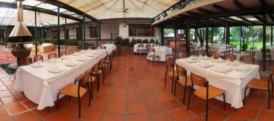 Le Gourmet At San Jose De Puembo Pergola Goumer Con Chiminea