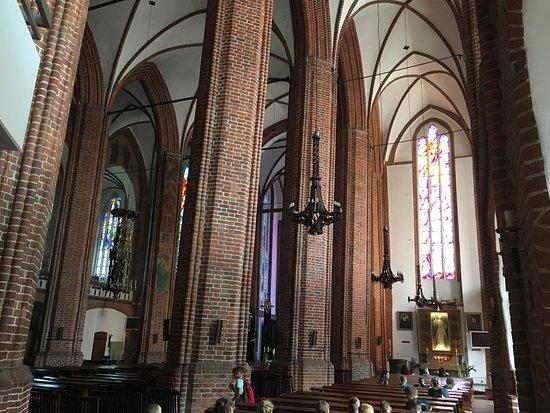 Modernistyczne gotycki świecznik siedmioramienny z 1327 roku, 4 metry wysokości YW43