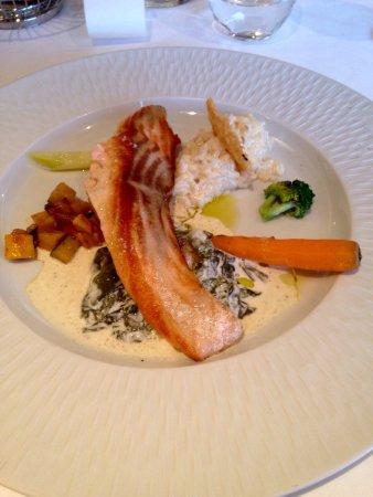 Bozouls, Frankrig: Escalope de saumon frais à l'étuvée d'oseille