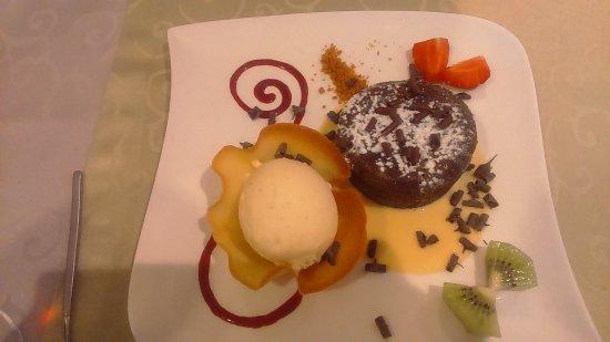 Vihiers, France: Fondant au chocolat... Magnifique!!!!