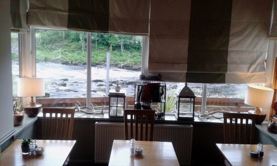 The Inn on the Tay : Middle of restaurant view