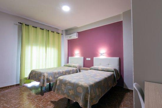 Hostal Rocamar: Habitación doble con balcón.