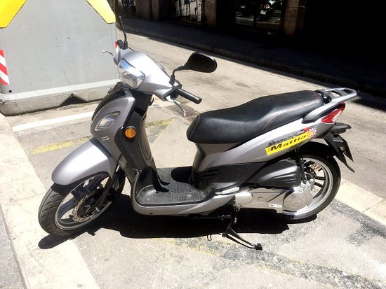 new motos for rent enjoying the summer time in barcelona with a nice scooter picture of. Black Bedroom Furniture Sets. Home Design Ideas