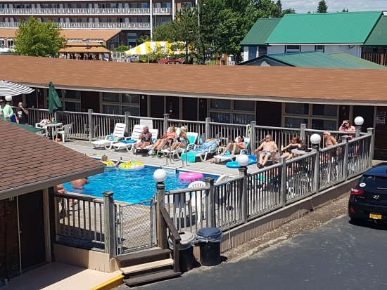 Boardwalk Motel: Fun around the pool