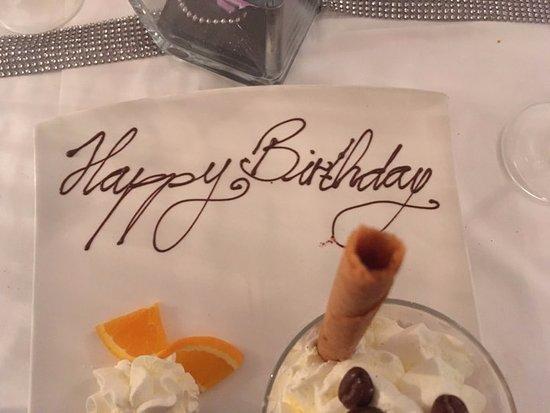 Widen, İsviçre: mein Dessert (Eiskaffee mit Kaffeeglace) liebevoll für meinen Geburtstag beschriftet