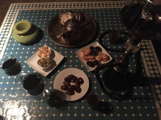 Riad Les Yeux Bleus: Midnight Snack including red wine, shisha, dates, cheese, olive and sweets as well as moroccan m