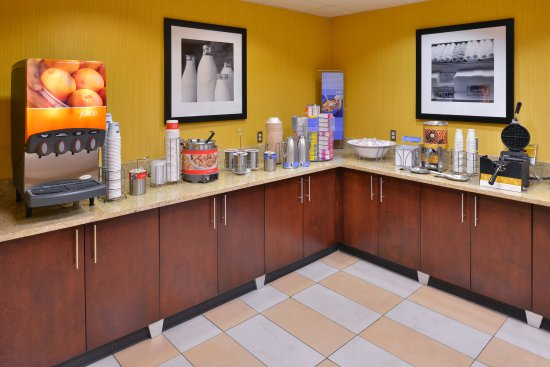 Hampton Inn & Suites Ontario: Complimentary Breakfast