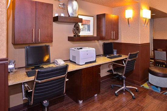 Hampton Inn & Suites Ontario: 24-hour Business Center