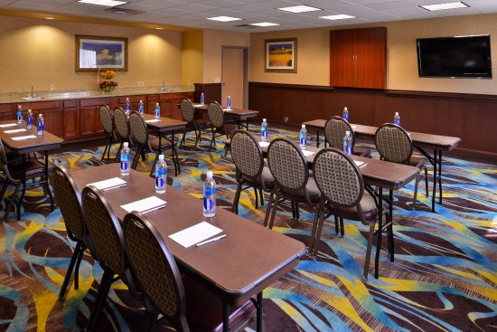 Hampton Inn & Suites Ontario: Meeting Space