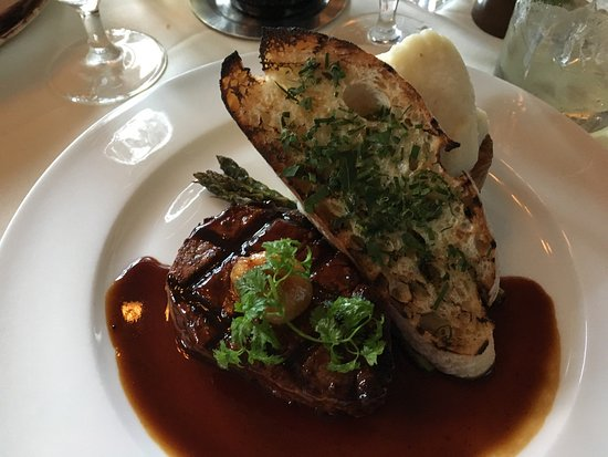 Mistral: Beef tenderloin with mashed potatoes & garlic toast