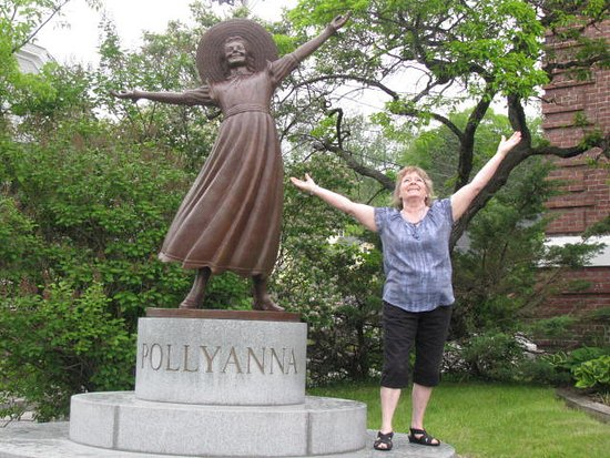 Littleton, NH: Fun at the statue