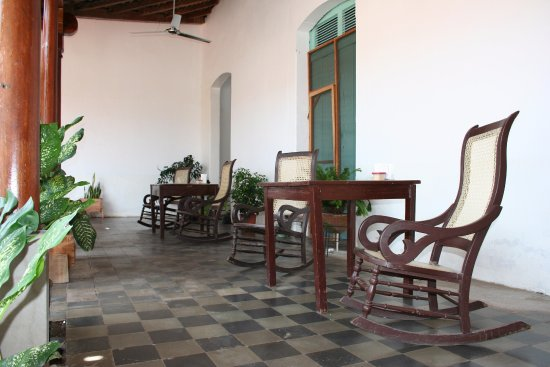 Pan De Vida - Granada: Relax on our rocking chairs.