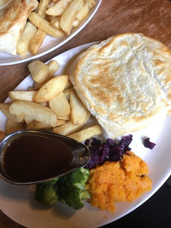 Hurdlow, UK: Beef and Stilton pie - yum yum