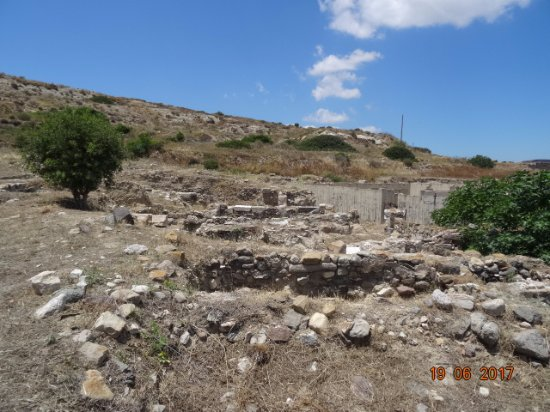 Кардамена, Греция: Temple of Apollo, июнь 2017 года...