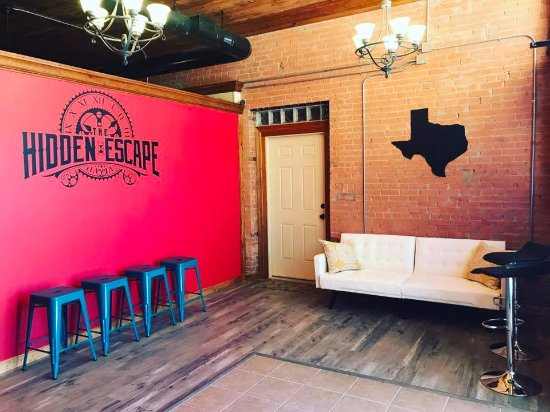 Lufkin, TX : Escape room picture wall