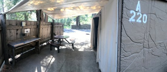 Housekeeping Camp : unit entrance and kitchen
