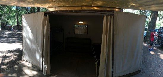 Housekeeping Camp : unit 220