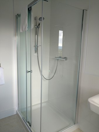 Kintail House Bed and Breakfast : Shower room for bedroom 2