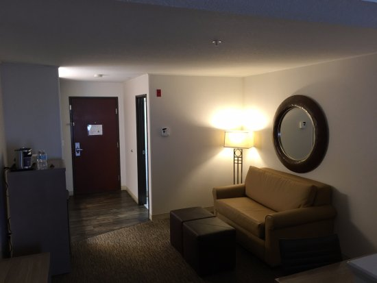 DoubleTree by Hilton Hotel North Salem : Sitting and work area