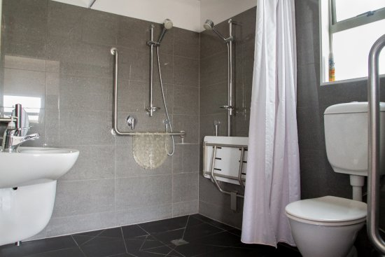 Martinborough, Yeni Zelanda: Wheelchair access bathroom for one of our cottages