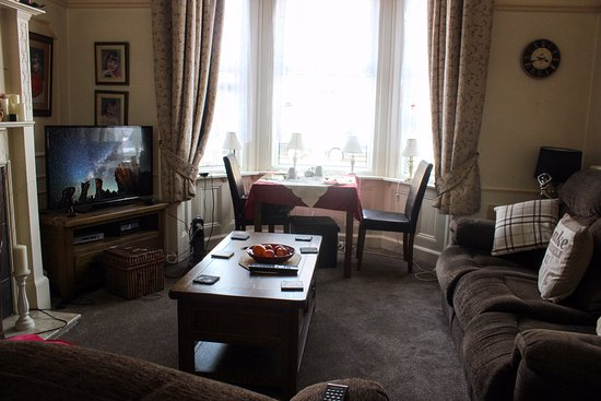 Malvern Guest House: Window seat for the romantic in you