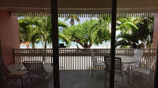 Secret Harbour Beach Resort: Looking out over the beach