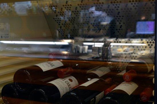 La Rueda Restaurant Bar : Bar Restaurante La Rueda. ¿Te apetece un buen vino?