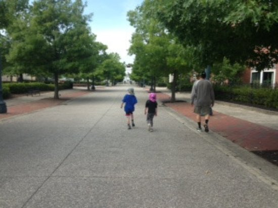 Frazeysburg, OH: Walking along Main St.