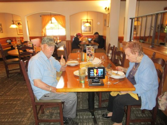Waterford, CT: mom and dad at olive garden