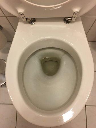 Voici la toilette de la chambre d'hotel Hilton Soestduinen, véritable photo.
